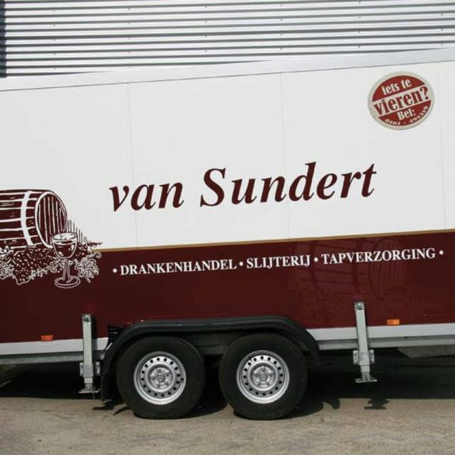 https://www.slijterijvansundert.nl/wp-content/uploads/2019/05/koelwagen-1280x847-640x640.png
